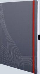 Notizo gebundenes Softcover, A4, kariert, grau, 90g Papier, FSC-zertifiziert. Hellgrauer Hintergrund mit weißer Lineatur.
