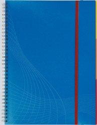 Notizo spiralgebund. Kunststoffcover, A5, kariert, blau, 90g Papier, FSC-zertifiziert. Hellgrauer Hintergrund mit weißer Lineatur.